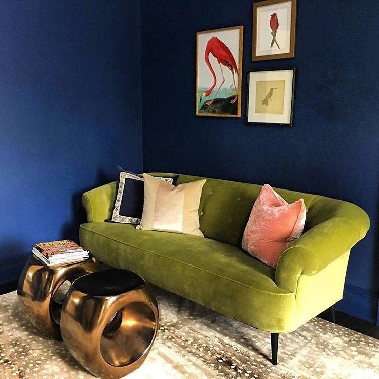 綺麗なブルーの壁の写真